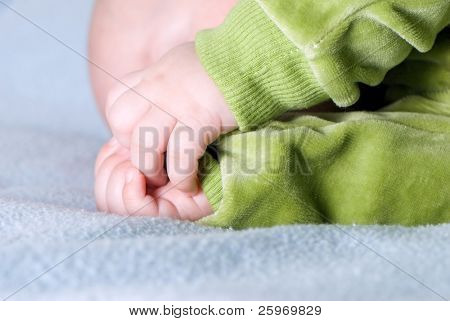 Kinderhände. Das schlafende Kind