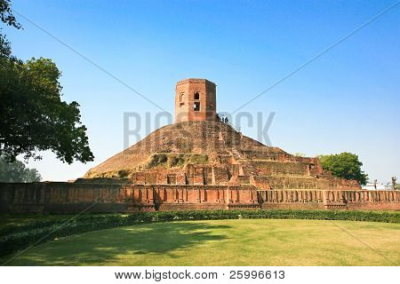 Chaukhandi Stupa dates back to the 5th century AD, which marks the spot where the Buddha met his first disciples in Sarnath, India