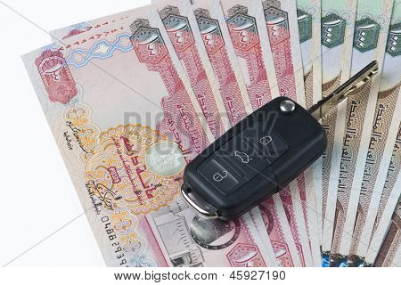 A car key on UAE Dirhams bills.