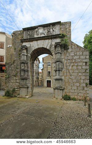 Cres Gate
