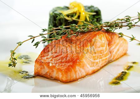 Baked Salmon Steak with Spinach and Lemon Slice