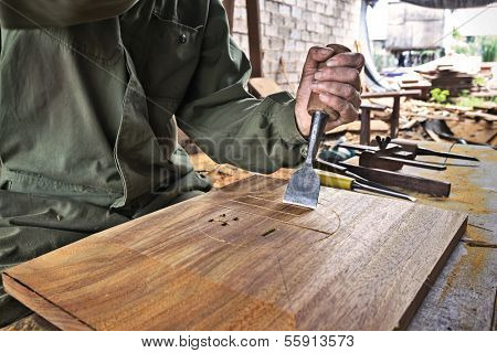 Cabinetmaker chisel to carve