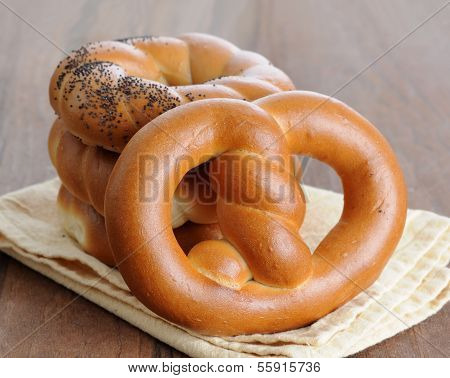 Fresh Twisted Pretzel Bread