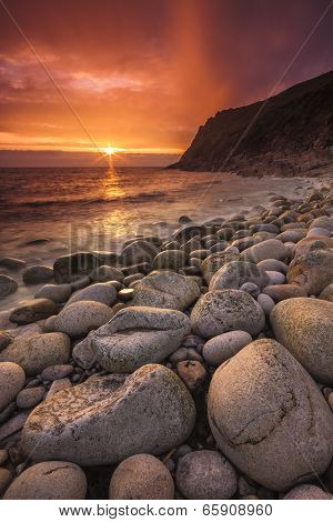 The sun sets at Porth Nanven