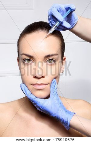 Horizontal forehead wrinkles, filler injection