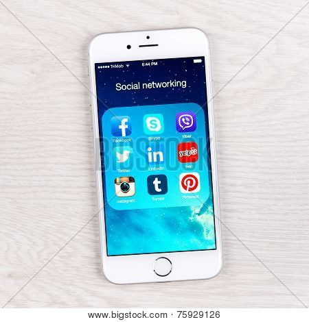 Social Networking Applications On An Iphone 6 Display