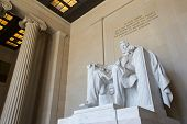 pic of abraham  - Abraham Lincoln statue at the Lincoln memorial in Washington - JPG