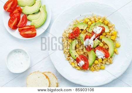 Salad With Quinoa, Red Lentils, Corn, Avocado And Tomato With Yogurt Sauce.