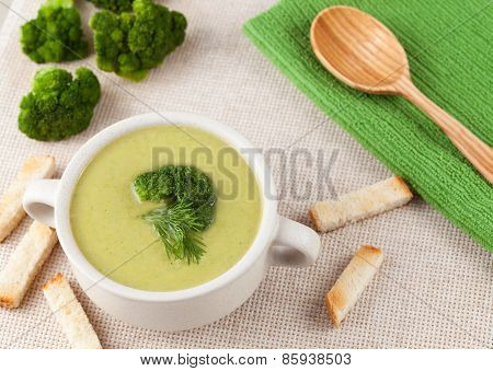 Cream broccoli soup, healthy vegetarian recipe
