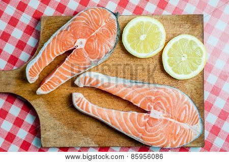 Plate of salmon and lemons