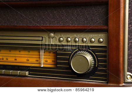 Retro Design Radio receiver device