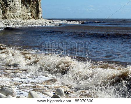 Small waves splashing