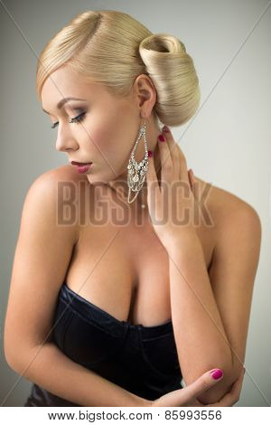 Sensual beauty woman portrait with hairstyle and make-up
