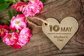 image of i love you mom  - May 10th Mothers Day heart shaped card with small pink roses - JPG