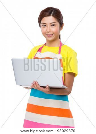 Housewife use of laptop computer