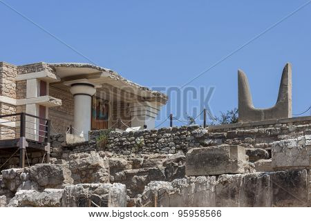 Bulls horns statue at Knossos Minoan Palace