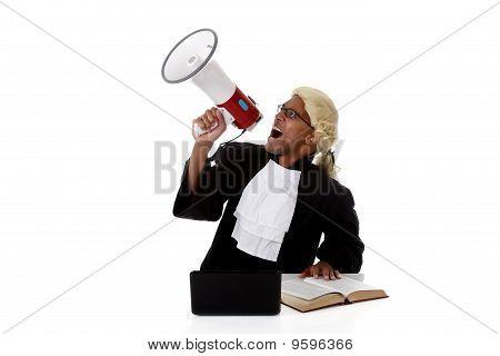 Juiz americano de jovem homem, gritando