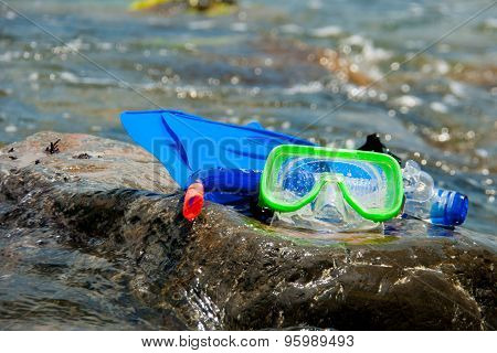 Composition, fins mask snorkel
