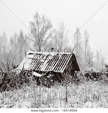 antiga casa rural na neve
