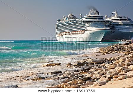 Cruise Ships In Grand Turk Port