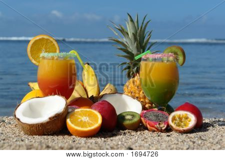 Cocktail And Fruits In Bulk