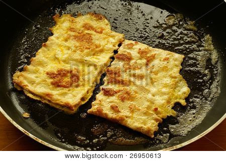 "Fried matzo (""Matzah brei"") - Passover breakfast"