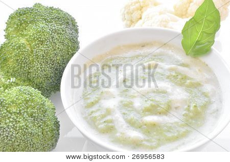 Cauliflower and broccoli bi-color cream soup