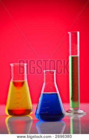 Sustancias químicas en un laboratorio