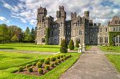 Постер, плакат: Средневековый замок Эшфорд и сады Co Майо Ирландия