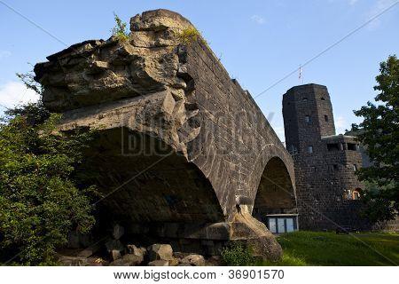 Restos da ponte Ludendorff em Remagen