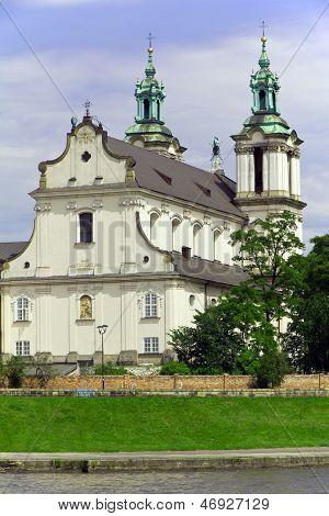 Ver os na igreja skalka em Cracóvia, na Polônia