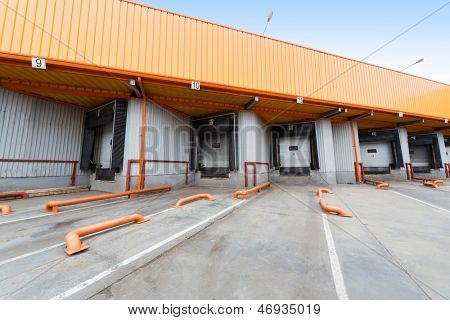 The gate to load goods on a large warehouse