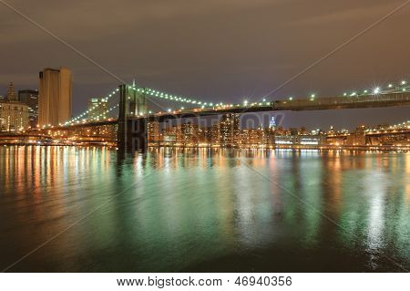 Brooklyn bridge in New York nachts