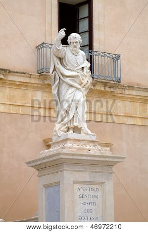 Statue near Cathedral of Siracusa.  Sicily, Italy