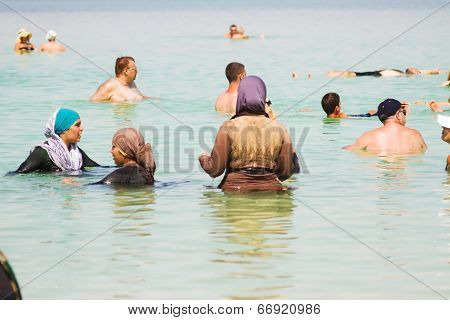 Group Of Arab Women On The Beach .