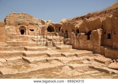 necropolis at Dara