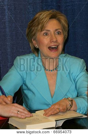 PASADENA - JUN 29: Hillary Rodham Clinton at a book signing of 'LIVING HISTORY' by Hillary Rodham Clinton on June 29, 2003 at Vroman's in Pasadena, California