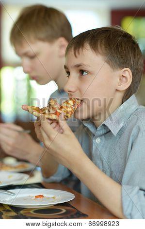 Two boys eatning