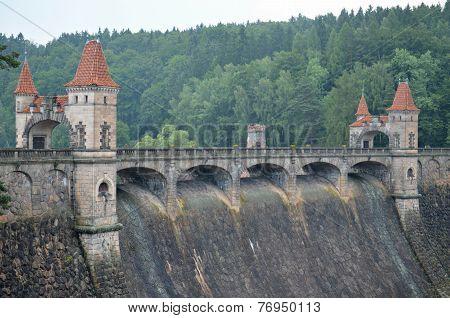 Historic Dam Les Kralovstvi