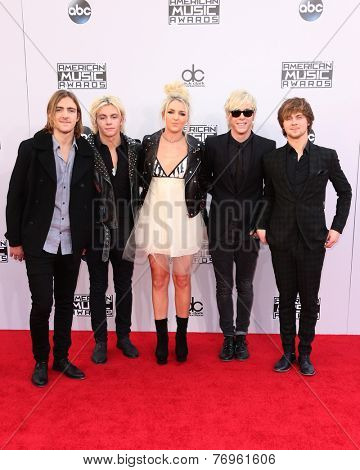 LOS ANGELES - NOV 23:  R5, Ross Lynch at the 2014 American Music Awards - Arrivals at the Nokia Theater on November 23, 2014 in Los Angeles, CA