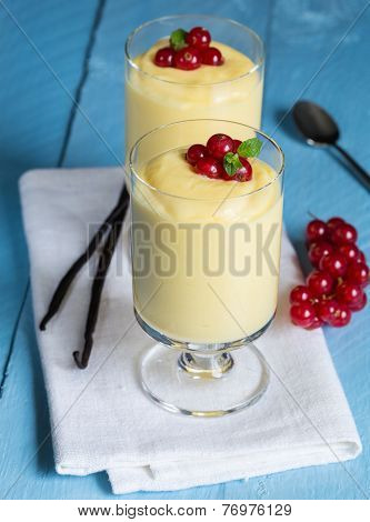 Vanilla Cream Dessert With Vanilla Bean And Currant
