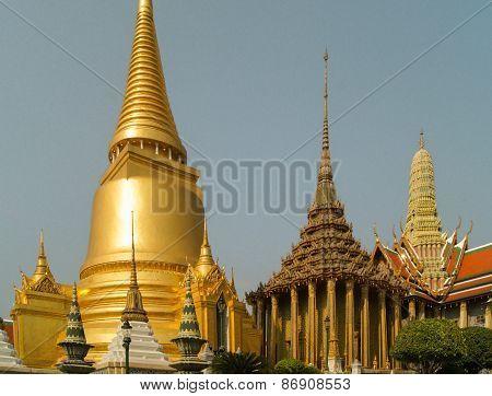 golden Buddhist stupa