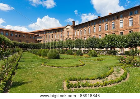 Garden Of Hotel-dieu Saint-jacques In Toulouse