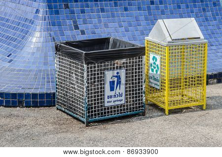 Recycle Bin In Park,trashcan