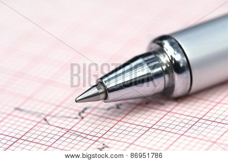 Electrocardiograph With Pen