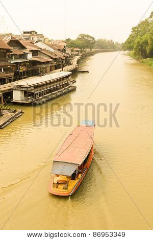 Suphan Buri, Thailand, March 2015 : Boat Tour In The Suphan Buri At Thailand,