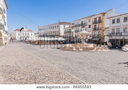 Giraldo Square In Center Of Evora