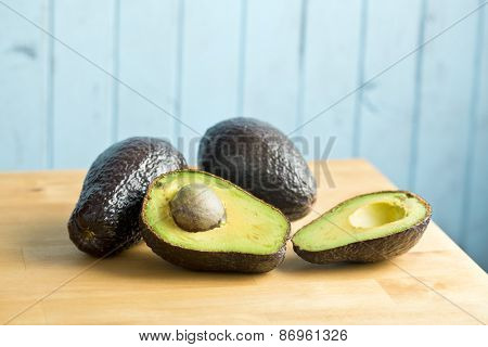 the halved avocado on kitchen table