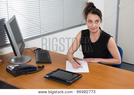 Smiling Hr Woman Having Job Interviews And Receiving Candidates