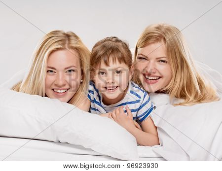 Mother her sister and son